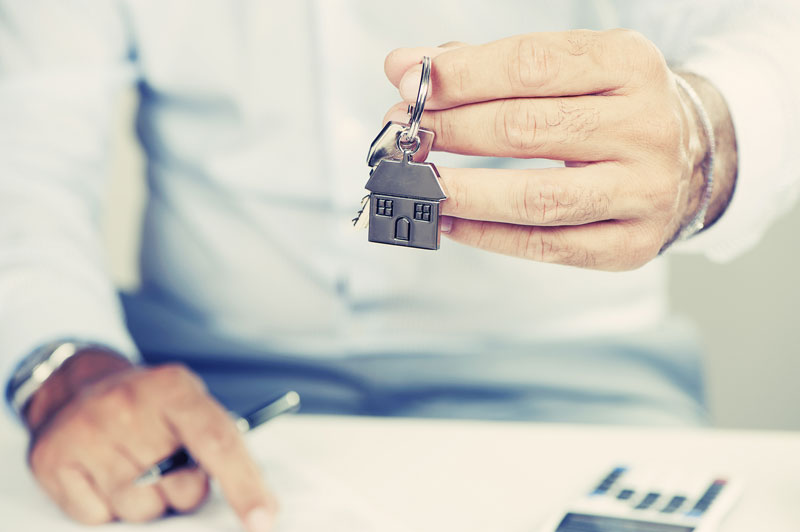 Buying a Home This Summer? Check Out These Summer Home Buying Tips